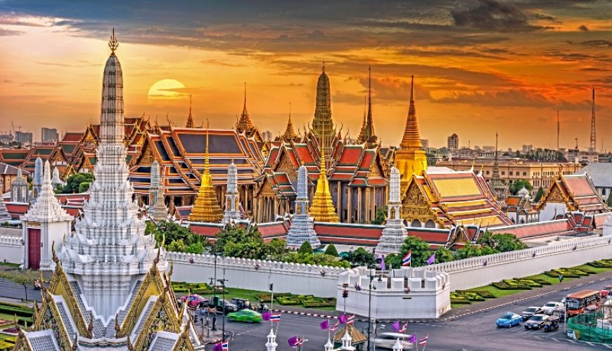 Grand Palace and Wat Phra Keaw at Sunset Bangkok_Thailand