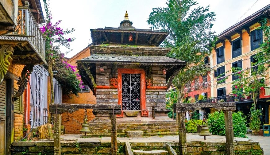 The Charming Mountain Village of Bandipur, a small Hindu Temple at the main street_Tanahun